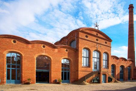 모더니스트 건물의 견해 Vapor Aymerich, Amat i Jover, 스페인 테라 사 (Terrassa)의 카탈로니아 과학 산업 박물관 (Museum of Catalonia)의 요즘 좌석 에디토리얼