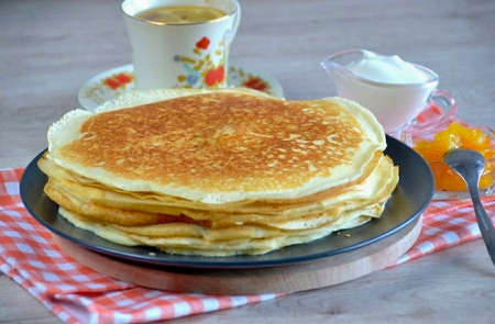 The king of pancakes is an intriguing name, why not? Royal, so royal, cook them a little longer than ordinary ones, nevertheless, it is worth trying. Serve the king's pancakes with sour cream, butter, jam or preserves, whichever you prefer. Or quite royally, with caviar! I share the recipe for such pancakes, it's simple!