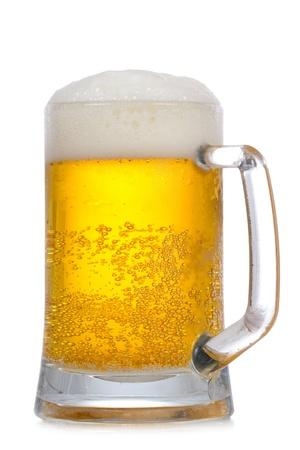 cerveza: Jarra de cerveza sobre un fondo blanco
