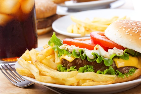 cheeseburgers: hamburger with vegetables and fries