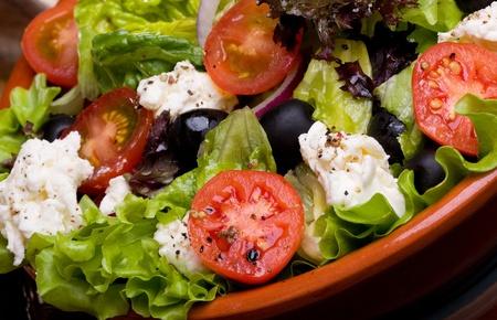 Salade grecque avec des légumes frais et fromage feta Banque d'images - 10746525