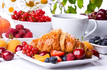 Fruit plate: breakfast with  croissants, fresh berries and fruits
