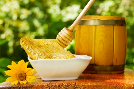 wooden stick: pouring honey from drizzler into honeycomb