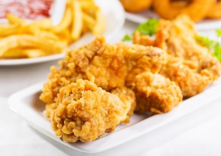 gebratenes Huhn auf einem Teller