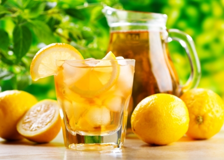 glas ijsthee met citroen