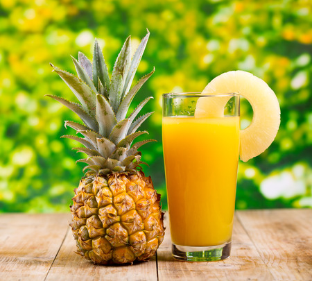 glass of pineapple juice with fresh fruits Stockfoto