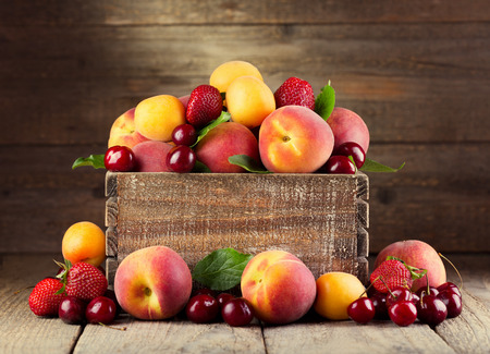 fresh fruits and berries on wooden table Stok Fotoğraf - 29239390