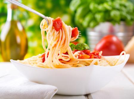 Plaat pasta met tomatensaus