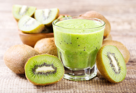 kiwi smoothie met vers fruit