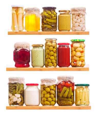 ingeblikt voedsel op een witte achtergrond Stockfoto