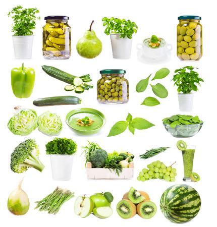 l�gumes verts: fixer avec de la nourriture verte isol�e sur fond blanc Banque d'images