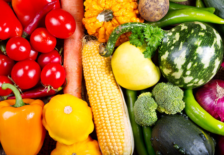 alimentacion sana: verduras frescas como fondo