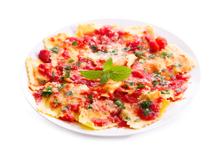 salsa de tomate: plate of ravioli with tomato sauce isolated on white background Foto de archivo