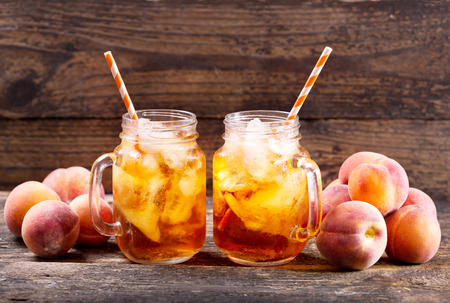 peach iced tea with fresh fruit