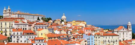 Cityscape van Lissabon, mening van de oude stad Alfama, Portugal, panorama Stockfoto