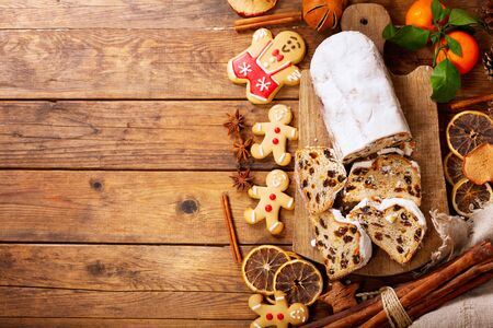 Christmas cake and gingerbread cookies on wooden board, top view Reklamní fotografie - 128679094