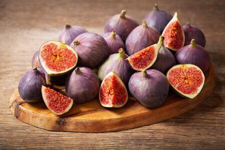 fresh figs fruit on wooden table Reklamní fotografie