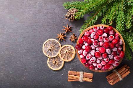bowl of frozen cranberries on dark background, top view 版權商用圖片