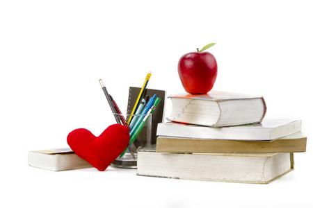 Concepto de estudio y escuela con herramientas de libro y educación aislado fondo blanco. Foto de archivo - 91604295