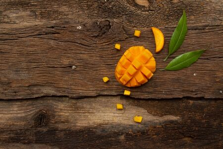 Mango fruit and leaf with cube on wooden background, top view Zdjęcie Seryjne