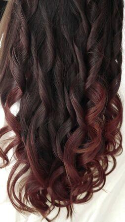Nahaufnahme Langes gesundes rot gefärbtes Haar