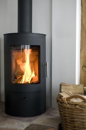 estufa: Madera Moderna estufa en interior moderno