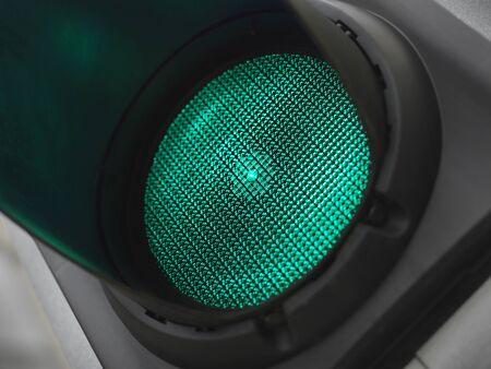 緑のトラフィックの光のショットを閉じる 写真素材