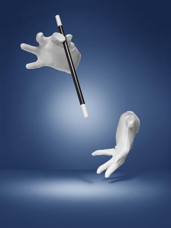 magia: foto de una ilusión o truco de magia que se realiza por un mago invisible en un azul, halo, fondo de estilo de viñeta
