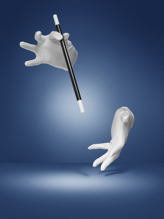 magie: tir d'une illusion ou de tour de magie étant effectuée par un magicien invisible sur un, halo, fond de style vignette bleue