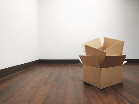 家の中に空部屋の真ん中にボックスのショットに移動します。 写真素材