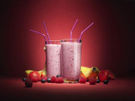 owoców: koktajle owocowe z owoców w szkle z słomek Zdjęcie Seryjne