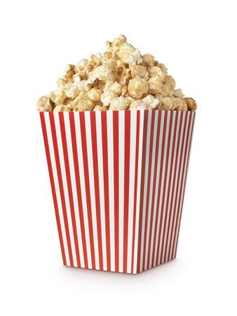 palomitas de maiz: Palomitas de la película aislado en blanco con trazado de recorte