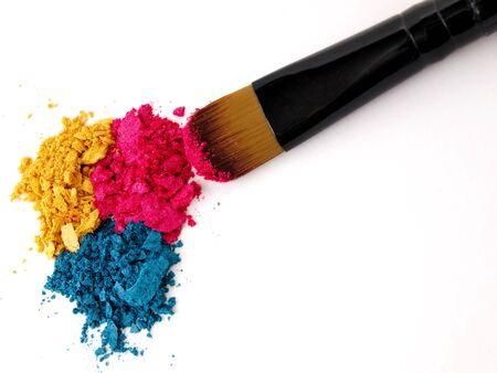applicator: Make-up brush with colorful crushed eyeshadows