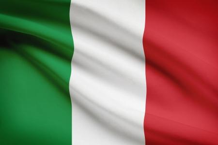 bandera italiana: Bandera italiana ondeando al viento. Parte de una serie.