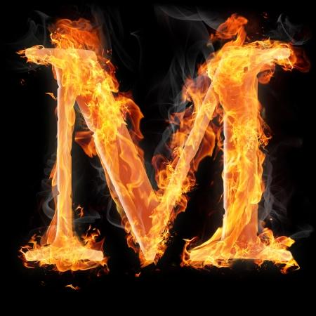 carta: Las letras y los símbolos en el fuego - letra M.