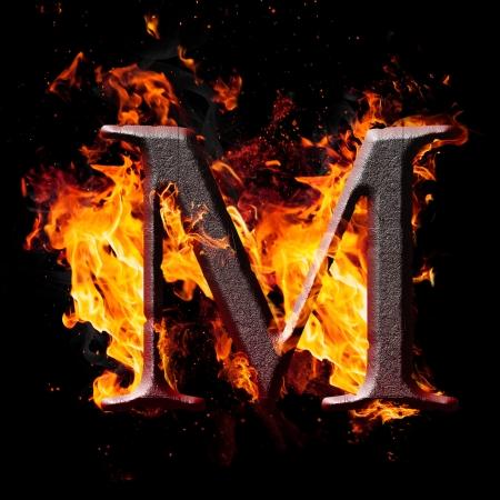 Letters en symbolen in het vuur - Brief M.