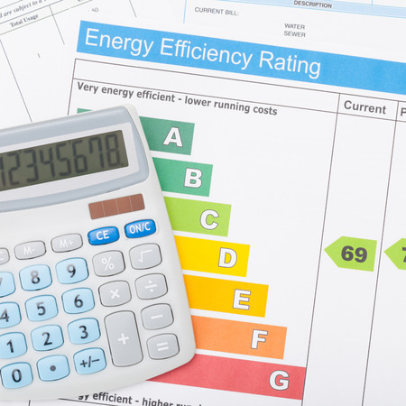 utility payments: Calculator with energy efficiency chart