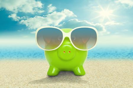 ビーチ休暇の概念にサングラスで貯金