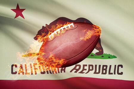 college footbal: Pelota de f�tbol americano con la bandera en serie apaisada - California Foto de archivo