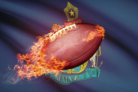 college footbal: Pelota de f�tbol americano con la bandera en serie apaisada - Maine