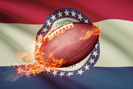 college footbal: Pelota de f�tbol americano con la bandera en serie apaisada - Missouri