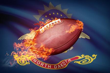 college footbal: Pelota de f�tbol americano con la bandera en serie apaisada - Dakota del Norte