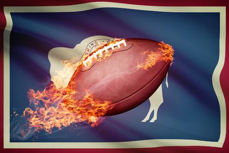 college footbal: Pelota de f�tbol americano con la bandera en serie apaisada - Wyoming