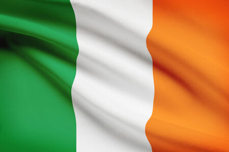 bandera de irlanda: Bandera ondeando al viento serie - Irlanda Foto de archivo