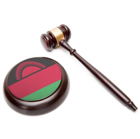 malawian flag: Judge gavel and soundboard with national flag on it - Malawi