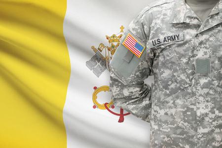 ciudad del vaticano: Soldado estadounidense con la bandera - Ciudad del Vaticano