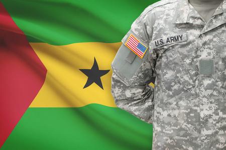 principe: Soldado estadounidense con la bandera en el fondo - Rep�blica Democr�tica de Santo Tom� y Pr�ncipe