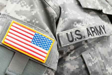 アメリカの国旗とはんだの制服に米陸軍パッチ