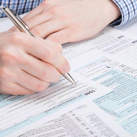 podatnika: Podatnik wypełniając formularz Podatkowy 1040 - studio strzał