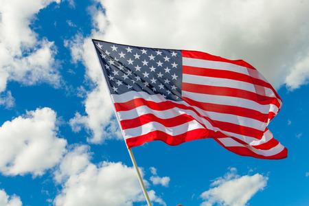 それの後ろの米国旗、積雲雲 写真素材 - 38217422